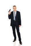 Poważny mafijny agent z pistolecikiem Zdjęcie Stock