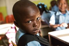 Powabna chłopiec z pięknym spojrzeniem zdjęcie royalty free