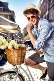 Powabna chłopiec z bukietem kwiaty Fotografia Stock