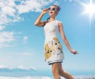 Powabna dama bierze sunbath obrazy royalty free
