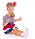 Powabna mała dziewczynka z lizakiem. Obraz Royalty Free