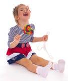 Powabna mała dziewczynka z lizakiem. Obrazy Royalty Free