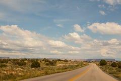 Powabna pustynna droga w kierunku Uroczystego jaru, Arizona, usa Obraz Stock