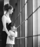 Powabna rodzina wydaje czas w gym Zdjęcie Stock