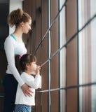 Powabna rodzina wydaje czas w gym Obraz Royalty Free