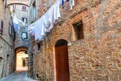 Powabne małe ciasne wąskie ulicy Volterra miasteczko zdjęcie royalty free