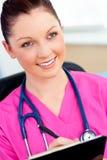 powabnego schowka żeńska mienia pielęgniarka zdjęcie stock
