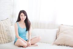 Powabny kobieta uśmiech ty Zdjęcia Stock