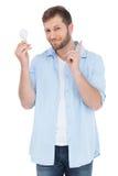 Powabny model trzyma żarówkę w prawej ręce Fotografia Royalty Free