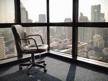 Powalać pusty i osamotniony w biurze Zdjęcie Royalty Free