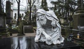 Powazki cmentarz, Warszawa, Polska, Europa, Grudzień 2018, statua stary ojca czas przy cmentarzem obraz royalty free