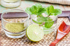 Powdered green tea, sliced lime Stock Photography