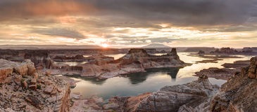 Ανατολή Powell λιμνών Στοκ Φωτογραφίες