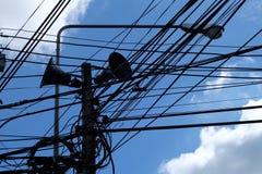 Power-line van hemel Blauwe wolken Stock Fotografie