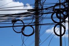 Power-line van hemel Blauwe wolken Stock Afbeelding