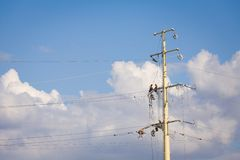 Power line workers Royalty Free Stock Photo