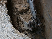 Power shovel. Construction machine digs a channel in ground Royalty Free Stock Photos