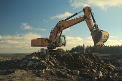 Power Shovel Working in Gravel Pit Royalty Free Stock Images