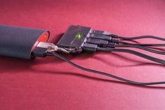 Powerbank на красной предпосылке Стоковое Изображение RF