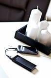 Powerbank sur la table de salon Images stock