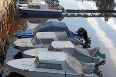 Powerboats amarrados en el embarcadero Imagen de archivo libre de regalías