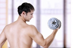 Powerful man lifting weights Royalty Free Stock Photo