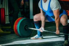 powerlifter deadlift的运动员 免版税库存图片