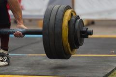 Powerlifting-Wettbewerbe in der Straße stockfotografie