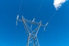 Powerline i błękitny jasny niebo Fotografia Stock
