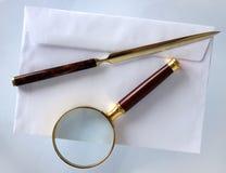 Powiększać - szkło i listowy otwieracz obrazy stock