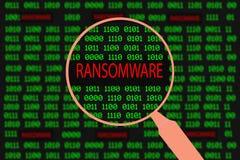 Powiększać - szklany powiększania ransomware w komputerowym maszynowym kodzie Zdjęcie Royalty Free