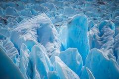 Powierzchnia błękitny lodowiec w świetle dziennym Shevelev Fotografia Stock