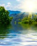 Powierzchnia Pluskotał wody i plamy natury tło Zdjęcia Stock