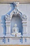 Powierzchowność Buddha statua przy Ruwanwelisaya stupą w Anuradhapura, Sri Lanka zdjęcia stock