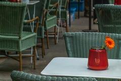 Powierzchowność bufet z stołami i krzesłami w London zdjęcie royalty free