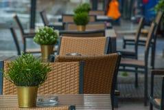 Powierzchowność bufet z stołami i krzesłami w London fotografia royalty free