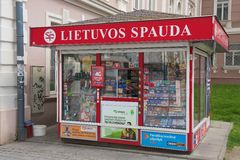 Powierzchowność gazetowy kiosk w Vilnius, Lithuania Zdjęcie Stock