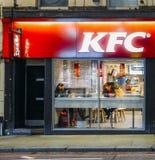 Powierzchowność Kentucky Fried Chicken, KFC restauracja przy nocą na książe ` s sądu drodze -, Londyn, Anglia, UK Obrazy Royalty Free