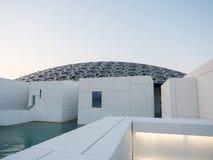 Powierzchowność louvre muzeum w Abu Dhabi obraz stock