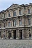 Powierzchowność louvre pałac, obraz royalty free