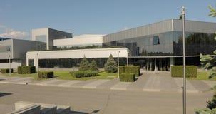 Powierzchowność nowożytna fabryka, powierzchowność nowożytna roślina, Nowożytna rośliny panorama, buduje z wielkimi szklanymi taf zdjęcie wideo
