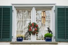Powierzchowność okno z Bożenarodzeniowymi dekoracjami w Zurich, Szwajcaria Zdjęcie Stock