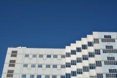 Powierzchowność VA szpital w Portland, Oregon z niebieskim niebem zdjęcie royalty free
