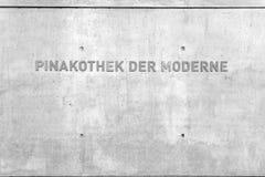Powierzchowności Betonowej pinakoteki Dera Moderne znak Obrazy Royalty Free
