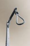Powieszenia przeciw ciemnemu niebu zdjęcie royalty free