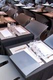 powietrza otwarci restauraci kwadrata stoły Obraz Stock