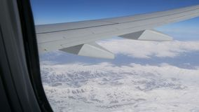Powietrzna i wideo strzelanina nakrywać Kaukaskie góry od samolotu zbiory wideo