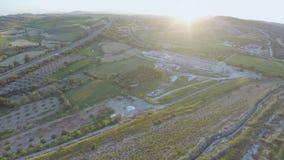 Powietrzna niecka roślina w obszarze wiejskim Zadziwiający zieleń krajobraz kultywujący pola zdjęcie wideo
