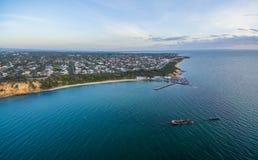 Powietrzna panorama czerni skały molo i shipwreck HMVS cerber, Fotografia Royalty Free