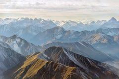 Powietrzna panorama halni szczyty Zdjęcie Stock